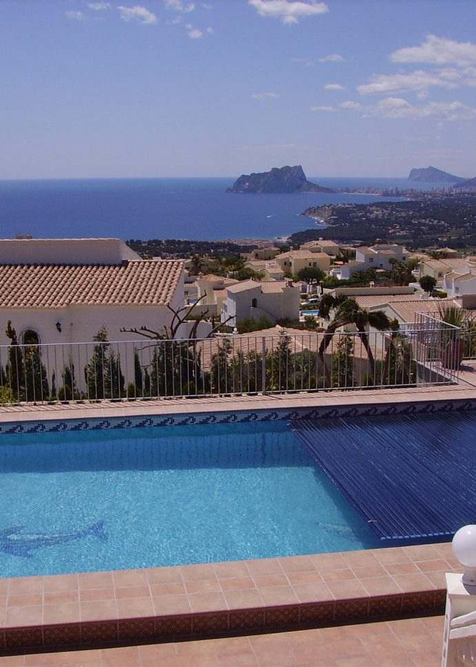 Swimmingpool maintenance on Cumbre del Sol in Benitachelll